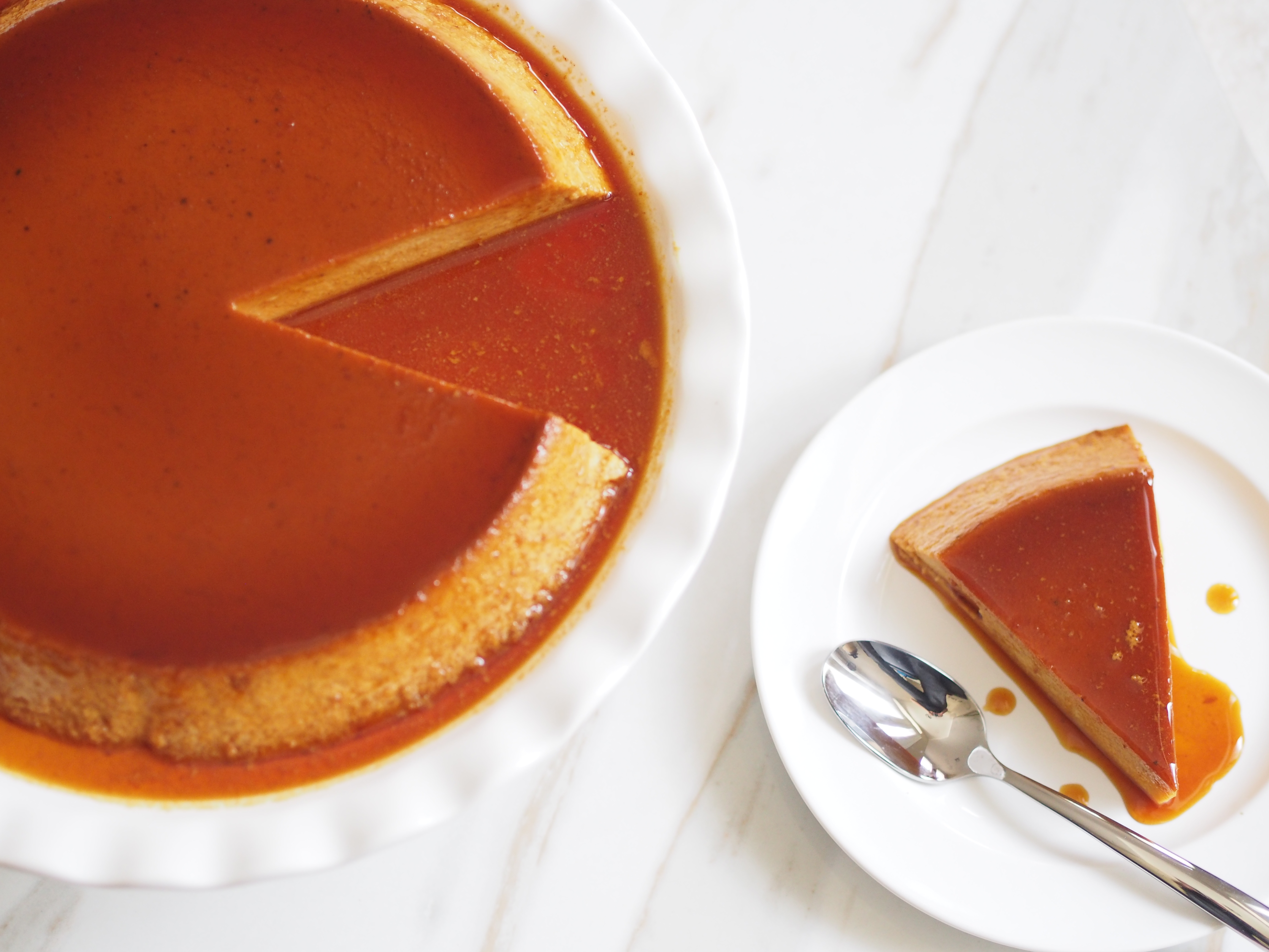 flan de calabaza plated with a slice served on the side